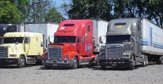 Camiones estacionados.