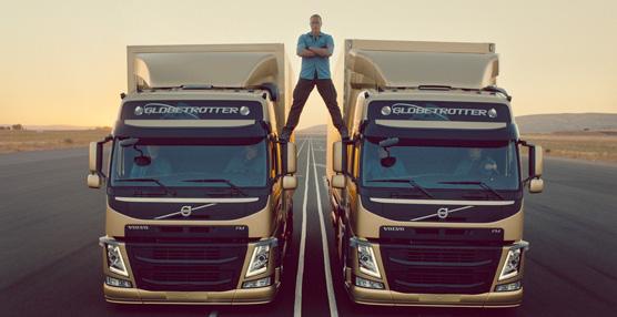Jean-Claude Van Damme y Volvo demuestran la estabilidad de la dirección dinámica de sus camiones