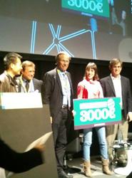 Los representantes de Moovit recogiendo el premio.