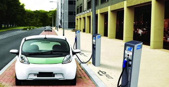 El comité de transportes del Parlamento Europeo propone el despliegue de estaciones de recarga de vehículos eléctricos