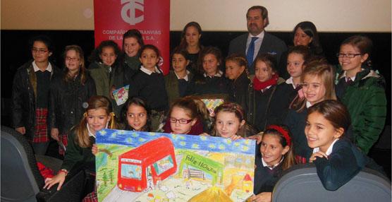 Los escolares de La Coruña dibujan la postal navideña de la compañía de tranvías