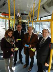 Cáceres lanza la campaña 'billete solidario' ayudando a viajar a las personas con recursos limitados