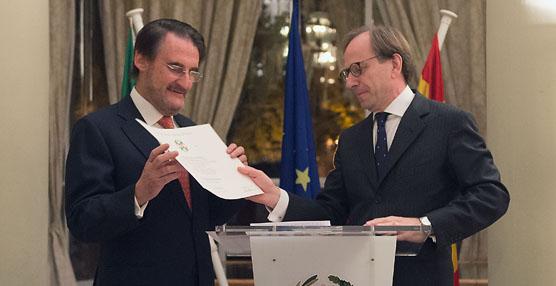 El presidente de Iveco España, Jaime Revilla, recibe la condecoración de la orden de la 'Stella d'Italia'