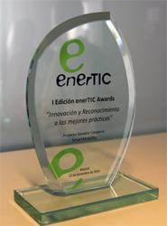 La EMT de Madrid recibe el premio 'EnerTic 2013' por su proyecto 'EfiBus', basado en proporcionar información de consumo