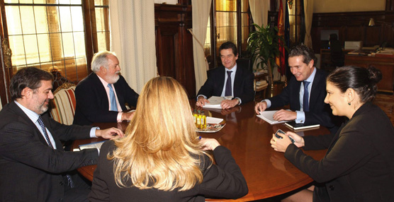 La Asociación Española de Fabricantes de Automóviles y Camiones se reúne con el Ministro Miguel Arias Cañete