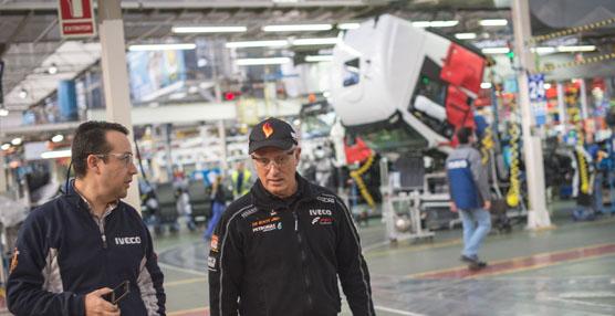 Ángel Lagunilla y Pep Vila en la planta de Iveco en Madrid.