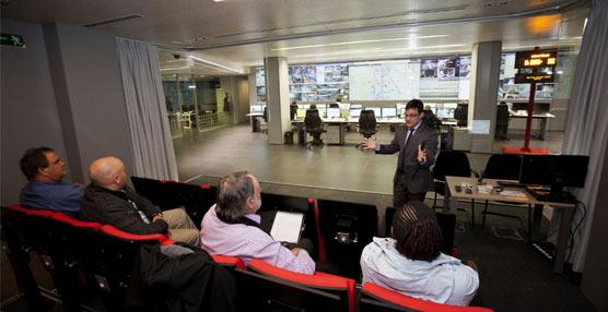 Una delegación de expertos sudafricanos visita el centro de operaciones del CRT de la Comunidad de Madrid