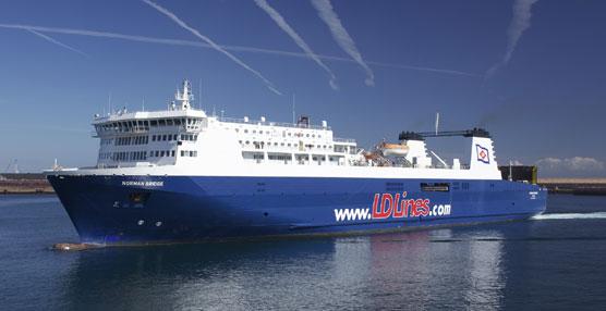 El buque Norman Bridge navega por el Corredor de Autopistas del Mar.