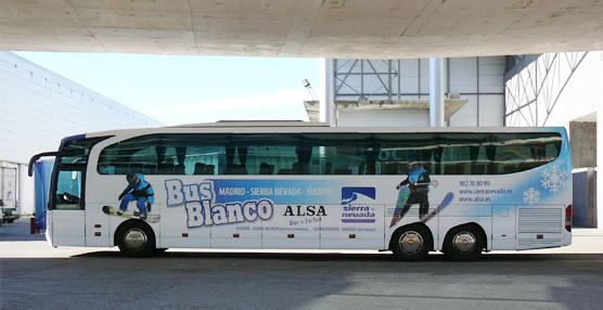 El ´Bus Blanco` de Alsa une la capital con la estación granadina de Sierra Nevada.