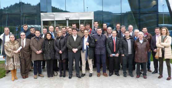 Una delegación de Fecalbús visita las instalaciones de Irizar en la localidad guipuzcoana de Ormaiztegui