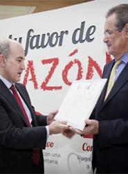 Jesús Valverde, gerente del CRTM, recibe el reconocimiento por parte de la Fundación Española del Corazón.