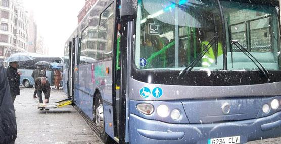 La asociación Aspace cuenta con un nuevo autobús para los 90 usuarios que atiende