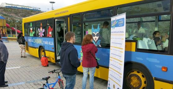 Guaguas Municipales promociona el dispositivo especial de transporte público en Carnaval con un vehículo informativo