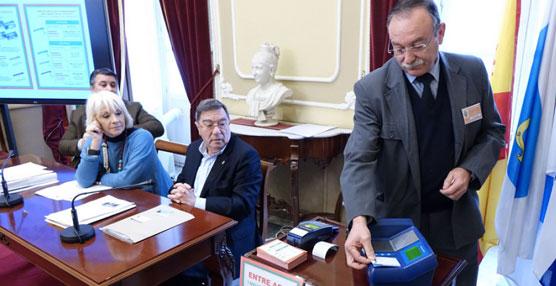 Comienzan a funcionar las nuevas tarjetas sin contacto para los autobuses urbanos de Cádiz