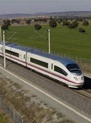 Renfe ofrecerá nuevas rutas combinadas de tren y autobús en Andalucía.