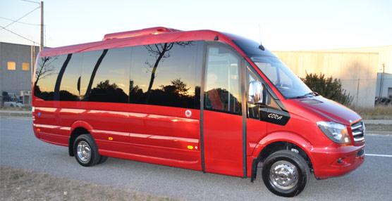 Car-bus entrega una unidad Corvi de microbús a la empresa terifeña Barrea Chinea a través del concesionario Rahn Star