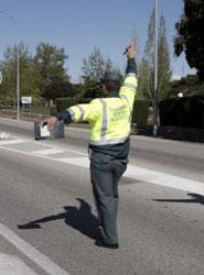 Agente de la Guardia Civil en un control.