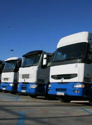 El CNTC propone a Fomento que suprima el requisito de disponer de tres vehículos para la autorización de transporte
