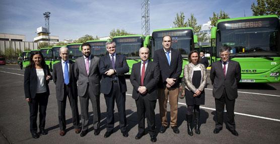 El director gerente del CRTM visita Interbús para conocer los vehículos y el puesto de mando de la compañía