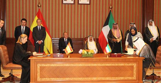 La ministra Ana Pastor firma en Kuwait un acuerdo de colaboración en materia de infraestructuras de transporte