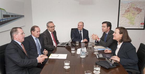 Responsables de Fomento de Navarra con los europarlamentarios.