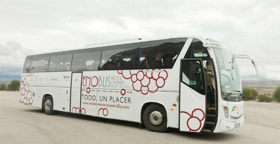 El bus turístico de la Rioja Alavesa Enobús es premiado como Mejor Iniciativa Enoturística en las Rutas del Vino de España