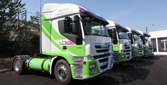 Iveco entrega los primeros cinco Stralis GNL que circularán por Italia a una empresa de transporte de contenedores