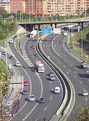 Más de la mitad de los conductores españoles apoya la subida de la velocidad hasta 130 km/h en algunos tramos