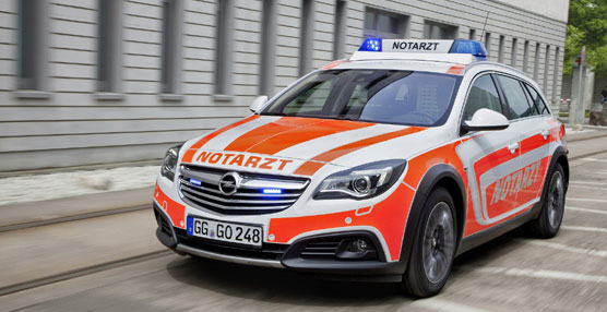 Opel participa en el salón europeo del auxilio y emergencias RETTmobil 2014 con el Opel Insignia Country Tourer
