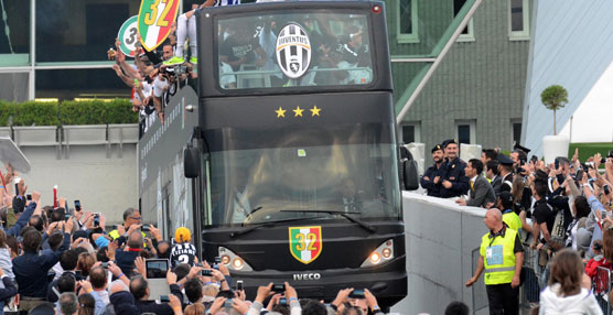 Iveco Bus celebra con la Juventus de Turín su nueva victoria con dos autobuses City Class Open Top.