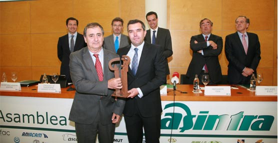 La Federación Española Empresarial de Transporte de Viajeros por Carretera (Asintra) galardona a Asetra