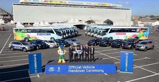 Hyundai pone su sello en los autobuses del Mundial y entrega 1.021 coches para el traslado de personal