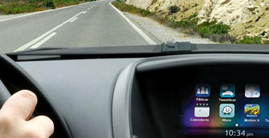 Clarion presenta Intelligent VOICE, con función de reconocimiento por voz de Google para los conductores.