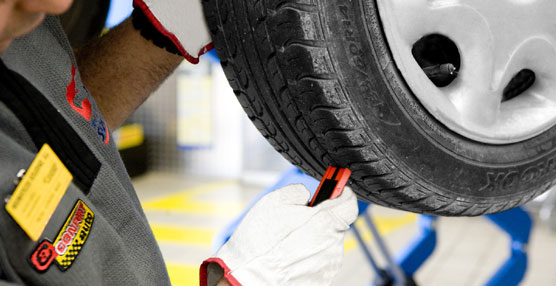 Neumáticos Soledad y Michelin realizan hoy y mañana, en A Coruña, revisiones gratuitas de vehículos