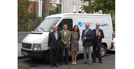 Fundación Seur dona una furgoneta a Cooperación Internacional ONG para el traslado de alimentos y materiales