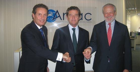 De izquierda a derecha: Rafael Prieto, Mario Armero y José Luis López-Schümmer.
