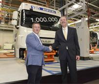 DAF Vlaanderen fabrica su cabina 1.000.000 y la entrega simbólicamente a la empresa belga Vervoer Van Dievel