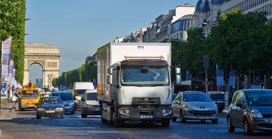 Guerlain y Speed Distribution Logistique se han asociado con Renault Trucks para ensayar en condiciones reales con el Renault Trucks D 100% eléctrico de 16 t.