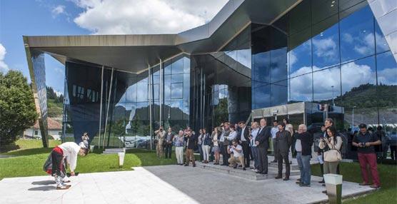 Grupo Irizar presenta en el Aquarium de San Sebastián su primer autobús urbano 100% eléctrico, el i2e (II)