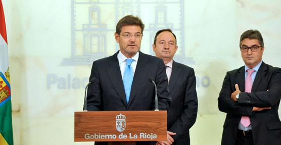 Rafael Catalá firma un convenio para aplicar un nuevo descuento en la AP-68 en La Rioja