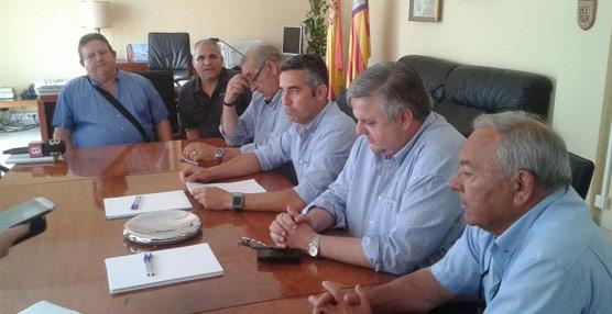 Reunión entre las autoridades de Ibiza y Formentera con la FEBT para 'combatir el intrusismo y la competencia desleal'