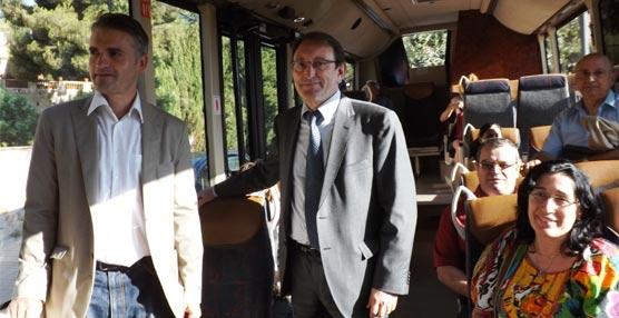 Representantes del ayuntamiento de Premià de Dalt y de Empresa Casas (Moventis) asistieron al viaje inaugural. Crédito imagen: Ajuntament de Premià de Dalt.
