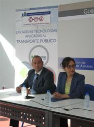 El director general del Consorcio de Transportes de Asturias, Carlos González Lozano , y la consejera de Fomento, Ordenación del Territorio y Medio Ambiente, y presidenta del CTA, Belén Fernández.