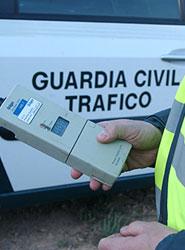 Los agentes de la agrupación de Tráfico de la Guardia Civil han controlado casi 800.000 vehículos.