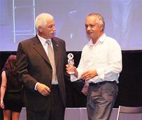 Azkar recibe el premio a la mejor entidad privada colaboradora de la Federación Gallega de Fútbol Sala