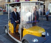 El alcalde de León prueba en la ciudad el primer vehículode transporte público no pilotado
