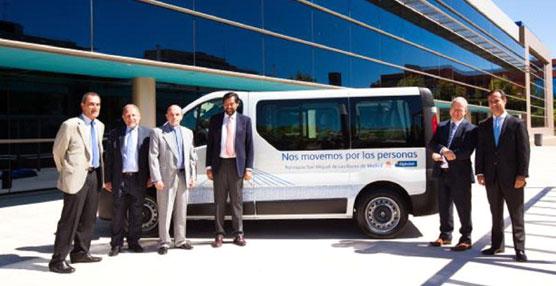 Alphabet dona un vehículo industrial a la sede de Cáritas en la parroquia de Las Rozas de Madrid