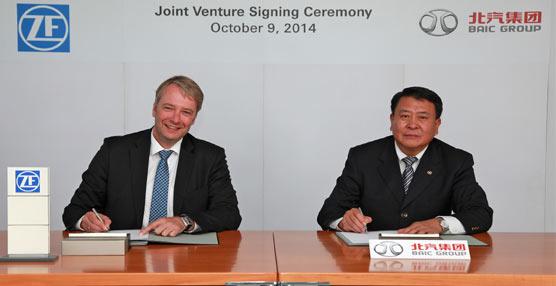 ZF y el Grupo BAIC firman un acuerdo para abrir una nueva planta de montaje de chasis de turismos