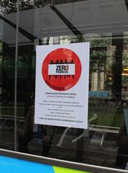 Dbus se suma al día internacional por la erradicación de la pobreza con carteles con el logo de Pobreza 0