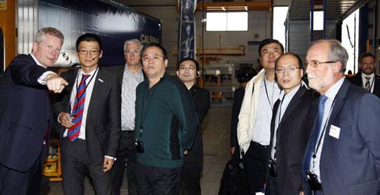 La planta de Schmitz Cargobull en Zaragoza convence a los visitantes chinos de Dongfeng Motor Company